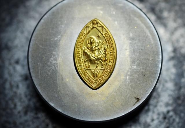 Medaille-de-saint-Martin-du-reve-a-la-realite_image_article_large.jpg